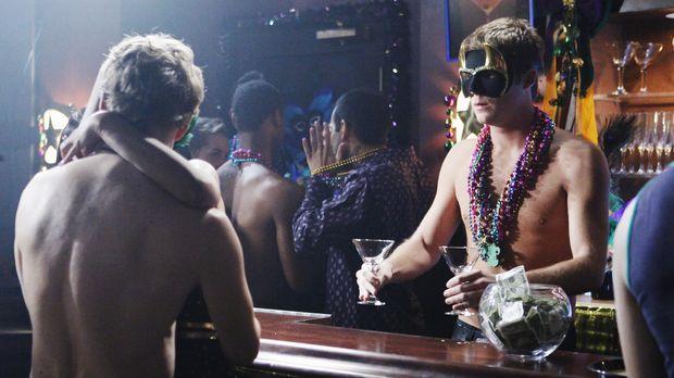 JAKE MCDORMAN (r.) überredet, an Mardi Gras im Gentlemens Choice zu arbeiten,...