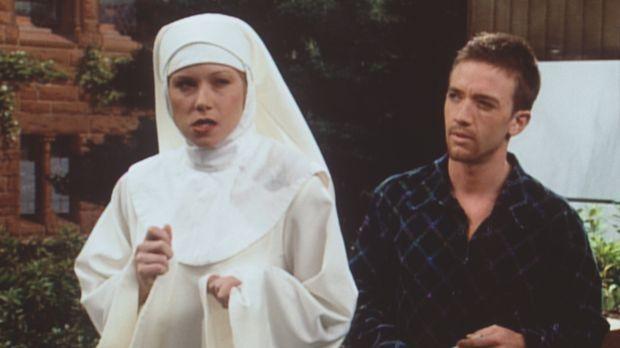 Kellys (Christina Applegate, l.) Werbefeldzug für katholisches Olivenöl unter...
