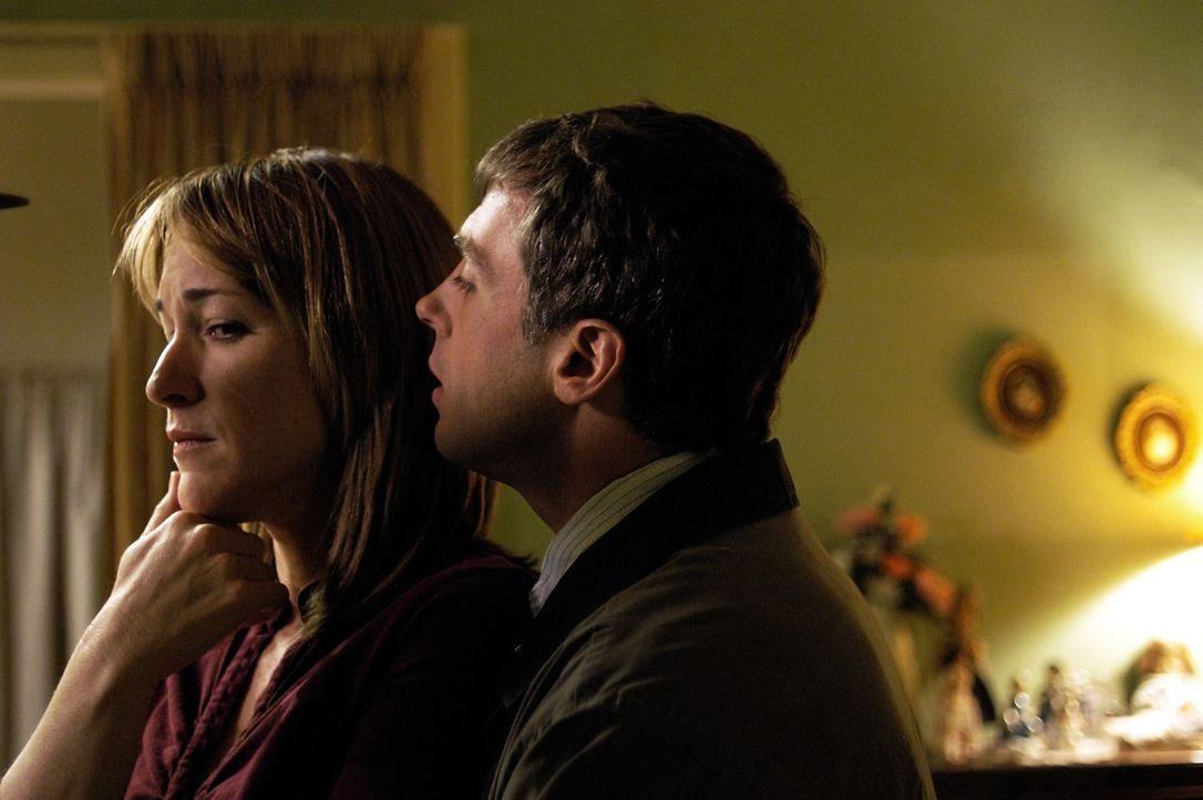 Ist Grace Morrissey (Kathleen Wilhoite, l.) wirklich glücklich, dass ihr Mann Carl (David Eigenberg, r.) zurück gekehrt ist? - Bildquelle: Viacom Productions Inc.