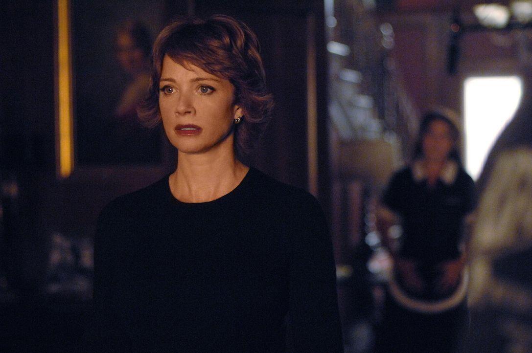 Jenny (Lauren Holly, l.) ist wieder da! Ihr vorübergehendes Verschwinden hat jedoch bei einigen Leuten für Besorgnis gesorgt, so dass eine Untersuch... - Bildquelle: CBS Television