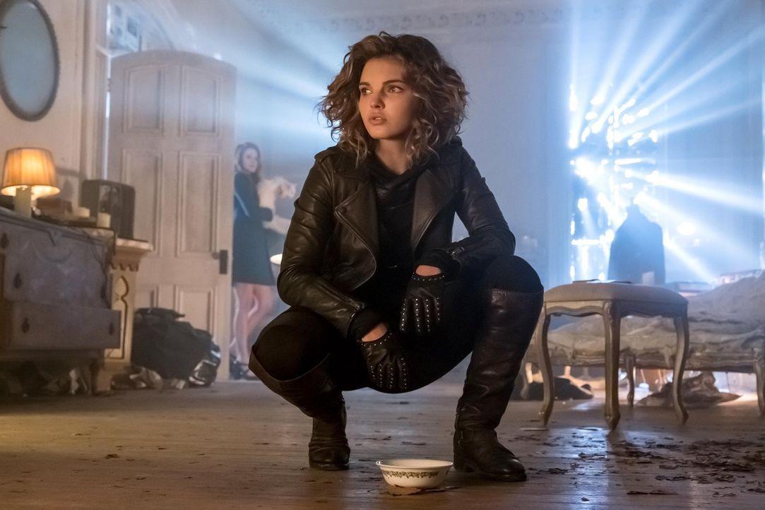 Ivy enthüllt ihre Identität gegenüber Selina (Camren Bicondova) und Bruce, was bald zu Problemen führt ... - Bildquelle: Warner Brothers