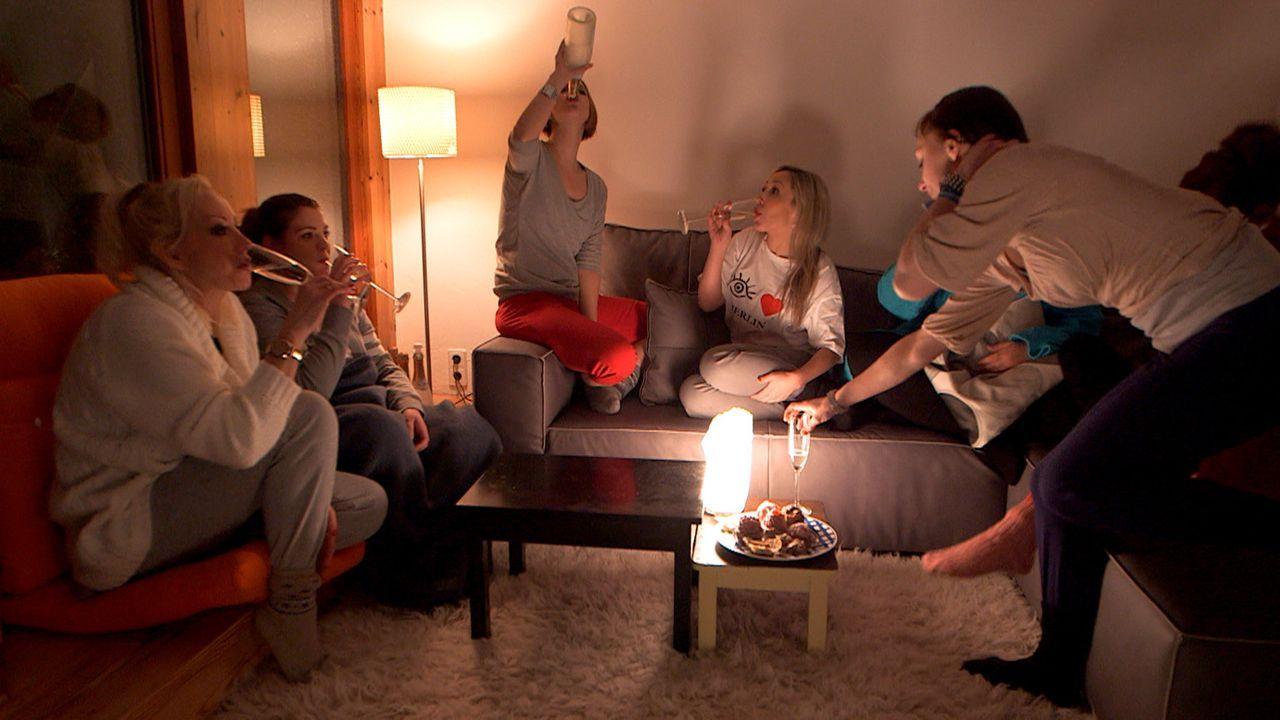 """""""Ladies Night"""" im Hause Wischnewski-Jäger: (v.l.n.r.) Doro, Sarafina, Niki, Louisa und Antonia ... - Bildquelle: SAT. 1"""