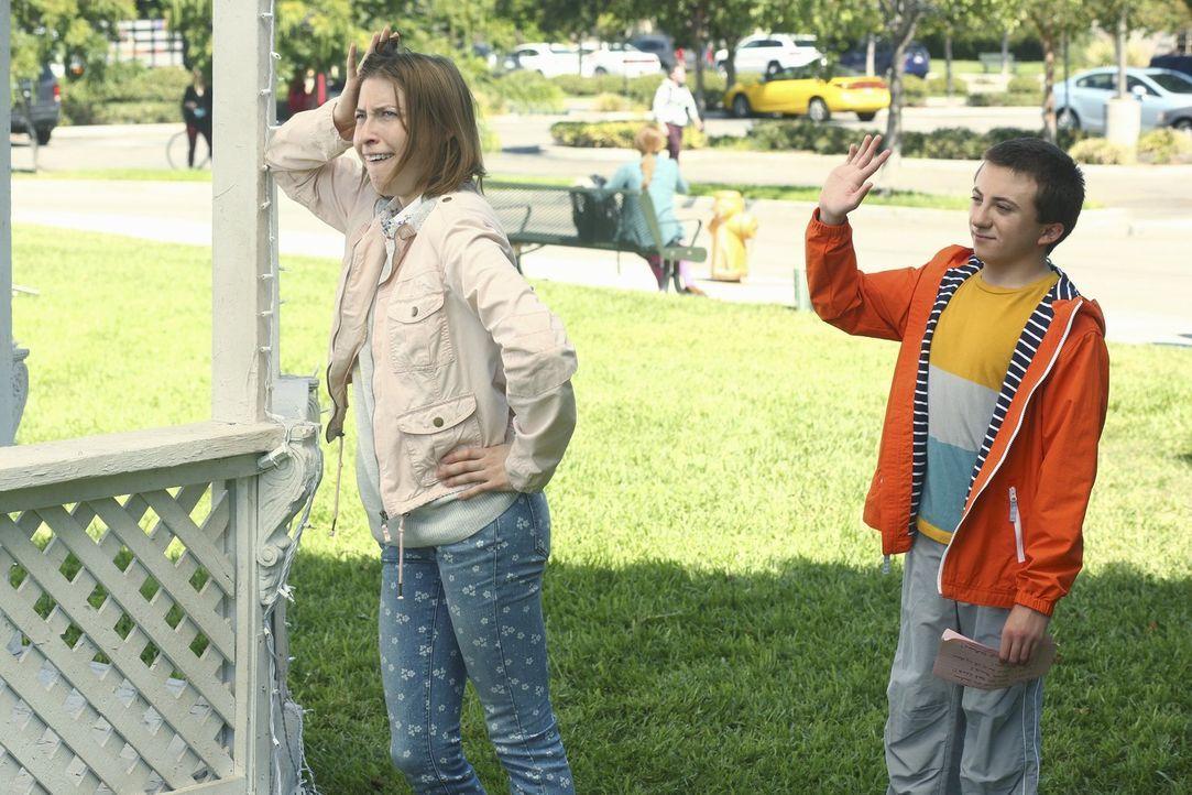Sue (Eden Sher, l.); Brick (Atticus Shaffer, r.) - Bildquelle: Warner Brothers