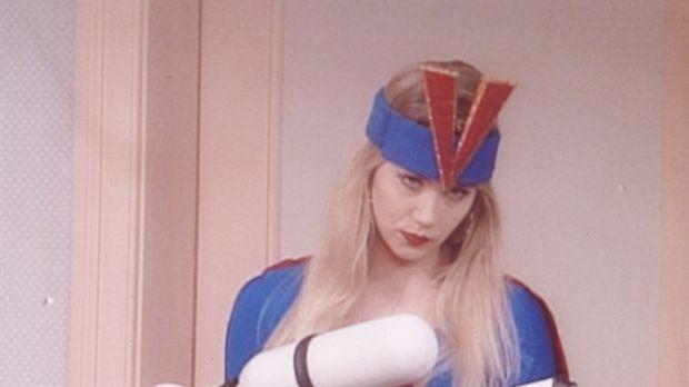 Kelly (Christina Applegate) schlüpft in die Rolle einer Superkammerjägerin, d...