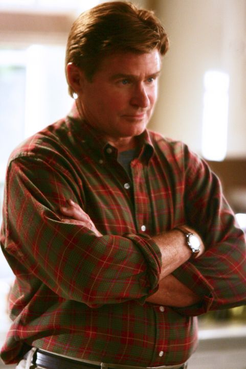 Nora geht offiziell mit David (Treat Williams) aus, und sie verbringen die Nacht zusammen ... - Bildquelle: Disney - ABC International Television