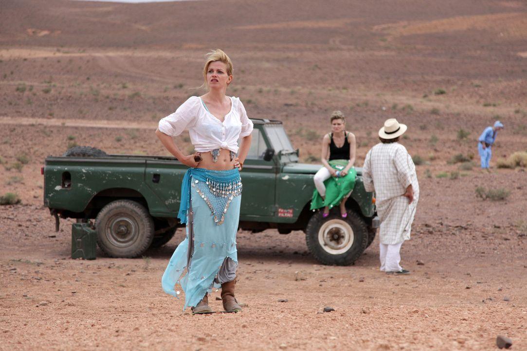 Mitten in der Wüste Marokkos erkennt Biggi (Mira Bartuschek), dass das Erreichen klar definierter Lernziele nicht alles im Leben sein kann ... - Bildquelle: Sife Ddine ELAMINE SAT.1