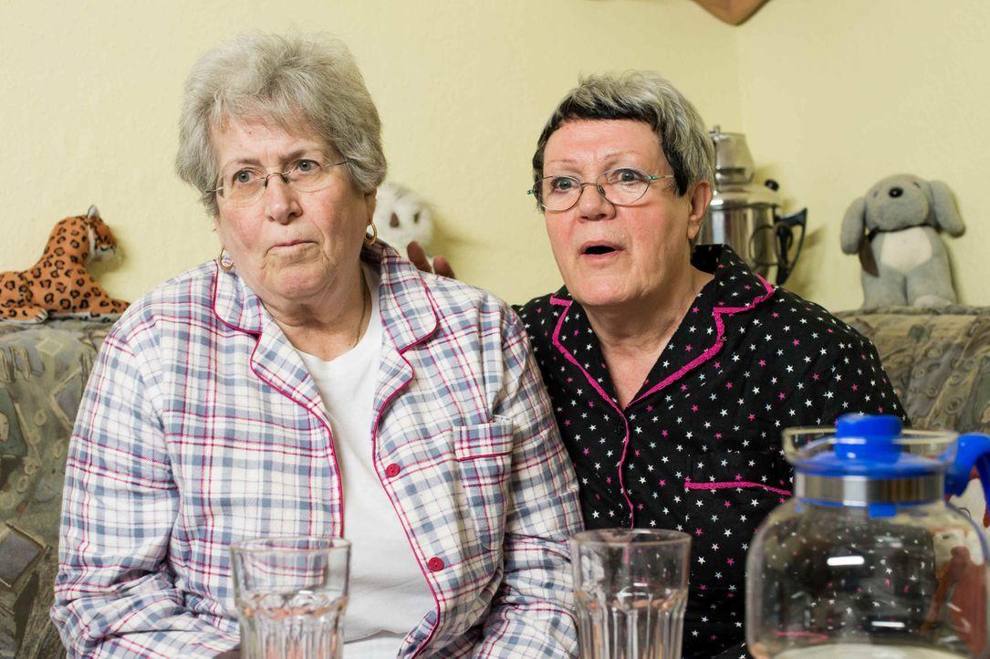 Christel und Ingeborg lassen die Zuschauer in ihr Wohnzimmer, auf ihr Sofa und erleben mit ihnen wochenaktuell Deutschlands emotionalste, lustigste... - Bildquelle: Claudius Pflug SAT.1