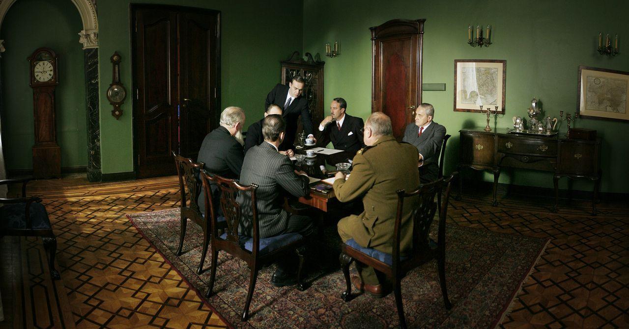 Das Treffen zwischen Stanislaw Mikolajczyk (dem polnischen Premierminister im Exil), Winston Churchill und Anthony Eden verläuft anders als erwartet... - Bildquelle: Mateusz Skalski BBC