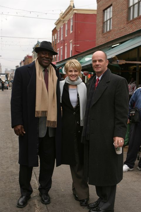 Ein starkes Team: Det. Will Jeffries (Thom Barry, l.), Det. Lilly Rush (Kathryn Morris, M.) und Lt. John Stillman (John Finn, r.) - Bildquelle: Warner Bros. Television