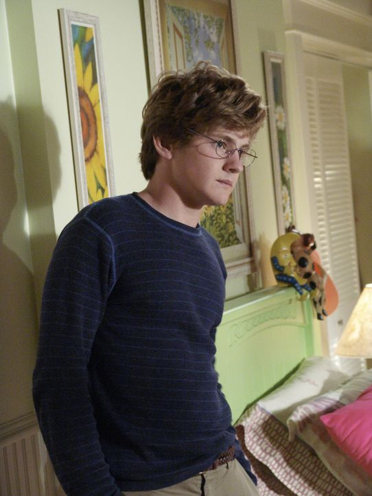 Eines Tages entdecken Susan und Mike, dass Julie Zach (Cody Kasch) in ihrem Zimmer versteckt und bringen ihn zu Paul zurück. Darüber ist Julie so en... - Bildquelle: Touchstone Pictures