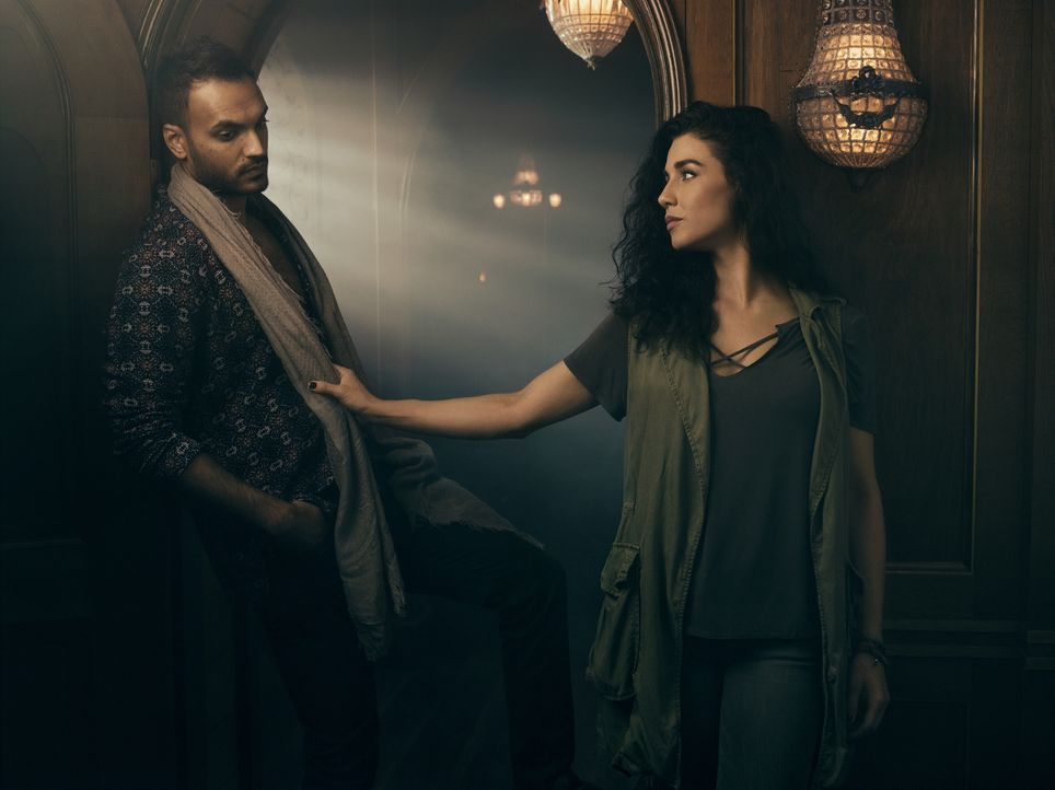 Penny (Arjun Gupta, l.); Kady (Jade Tailor, r.) - Bildquelle: 2018 Syfy Media Productions LLC. ALL RIGHTS RESERVED.