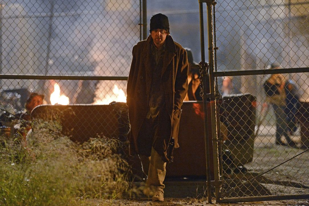 Um einen neuen Fall zu lösen, recherchiert McGee (Sean Murray) in der Obdachlosenszene ... - Bildquelle: CBS Television