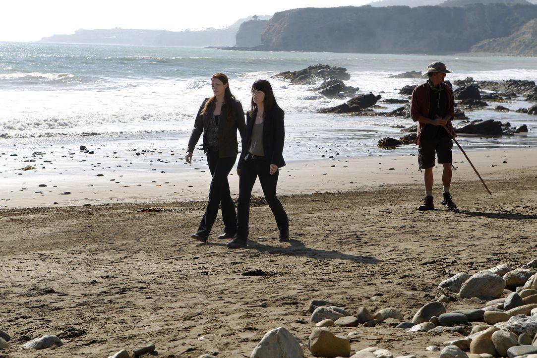 Ein neuer Fall beschäftigt Grace (Amanda Righetti, M.) und Teresa (Robin Tunney, l.) ... - Bildquelle: Warner Brothers Entertainment Inc.