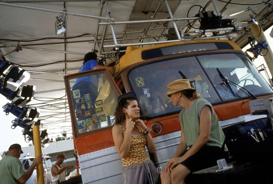 Regisseur Bronwen Hughes mit seiner Hauptdarstellerin Sandra Bullock - Bildquelle: TM+  1999 DreamWorks LLC. All Rights Reserved.