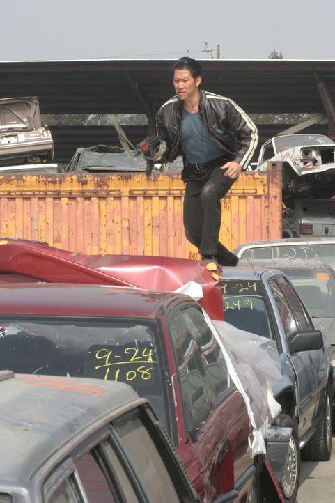 Scheint keine gute Absicht zu haben: Niran (Boyuen) - Bildquelle: Warner Bros. Entertainment Inc.