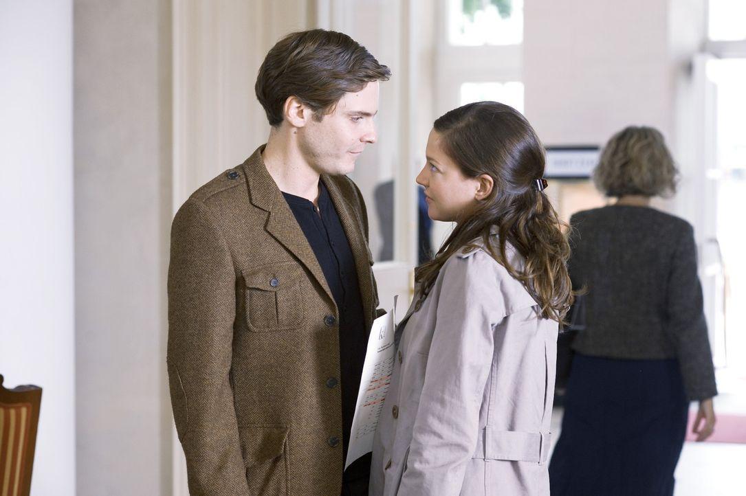 """Durch """"seinen"""" Roman, wird David (Daniel Brühl, l.) nicht nur zum Star von Marie (Hannah Herzsprung, r.), sondern auch der Gesellschaft ... - Bildquelle: Warner Brothers"""