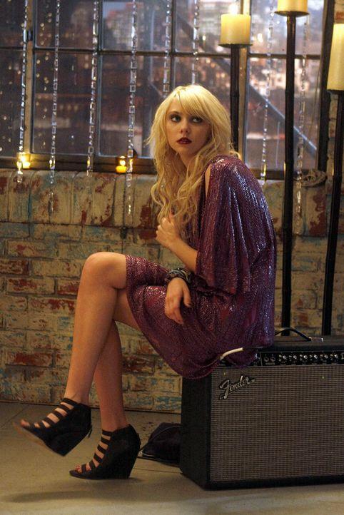 Jenny (Taylor Momsen) hält nicht viel vom Familienzuwachs. - Bildquelle: Warner Brothers
