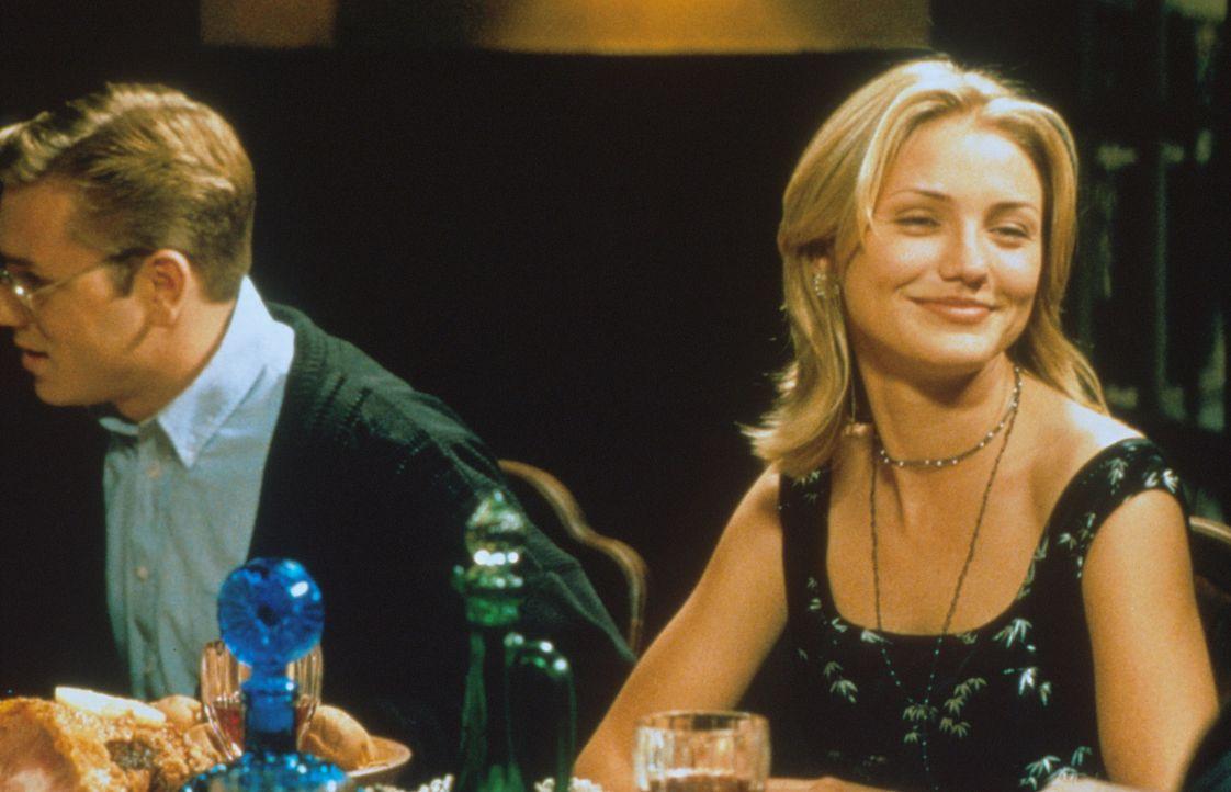 Die bezaubernd schöne Jude (Cameron Diaz, r.) und der Intellektuelle Pete (Ron Eldard, l.) fühlen sich wohl in ihrer schicken WG... - Bildquelle: Columbia Pictures Corporation