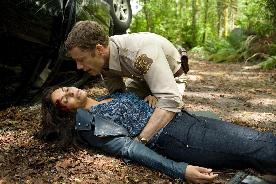 Carter (Colin Ferguson, r.) macht sich große Sorgen um Allison (Salli Richardson-Whitfield, l.) ... - Bildquelle: Universal Television