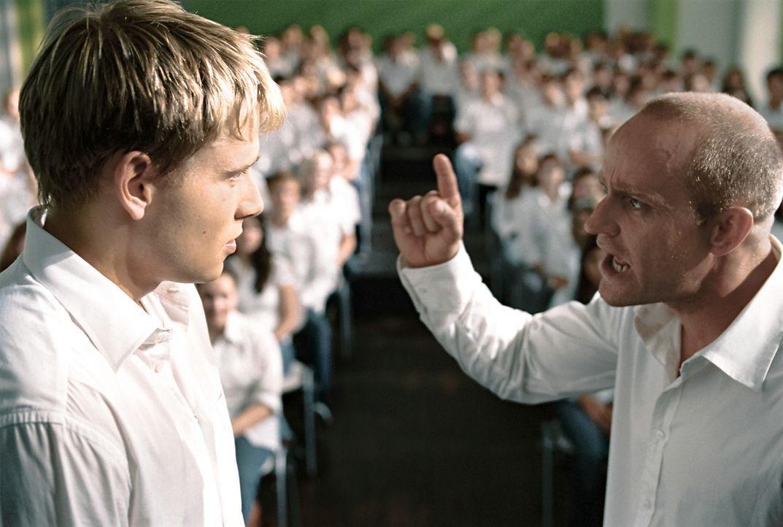"""""""Die ich rief, die Geister werd ich nun nicht los"""": Viel zu spät erkennen Rainer Wenger (Jürgen Vogel, r.) und Marco (Max Riemelt, l.), dass sie m... - Bildquelle: Constantin Film"""