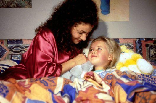 Für alle Fälle Stefanie - Während ihre Mama wegen starker Bauchschmerzen ins...