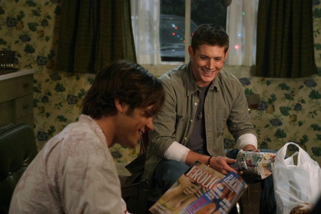 Dean (Jensen Ackles, r.) möchte sein letztes Weihnachtsfest gerne traditionell feiern, aber Sam (Jared Padalecki, l.) ist immer noch nicht bereit,... - Bildquelle: Warner Bros. Television