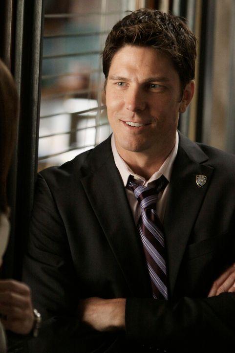 Wird Beckett mit Demming (Michael Trucco) oder Castle den Sommer verbingen? - Bildquelle: ABC Studios