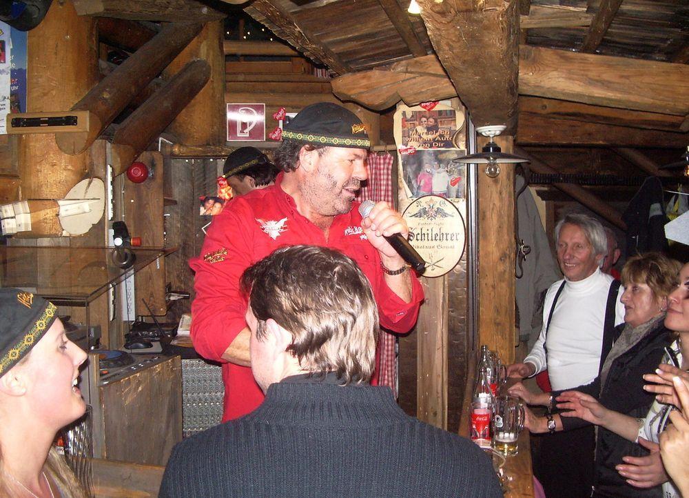 Stadl-Betreiber Niki Ganahl sieht wirklich aus wie ein Bär: Der urige Mann aus den Bergen ist Gastronom und Entertainer in einer Person ... - Bildquelle: SAT.1