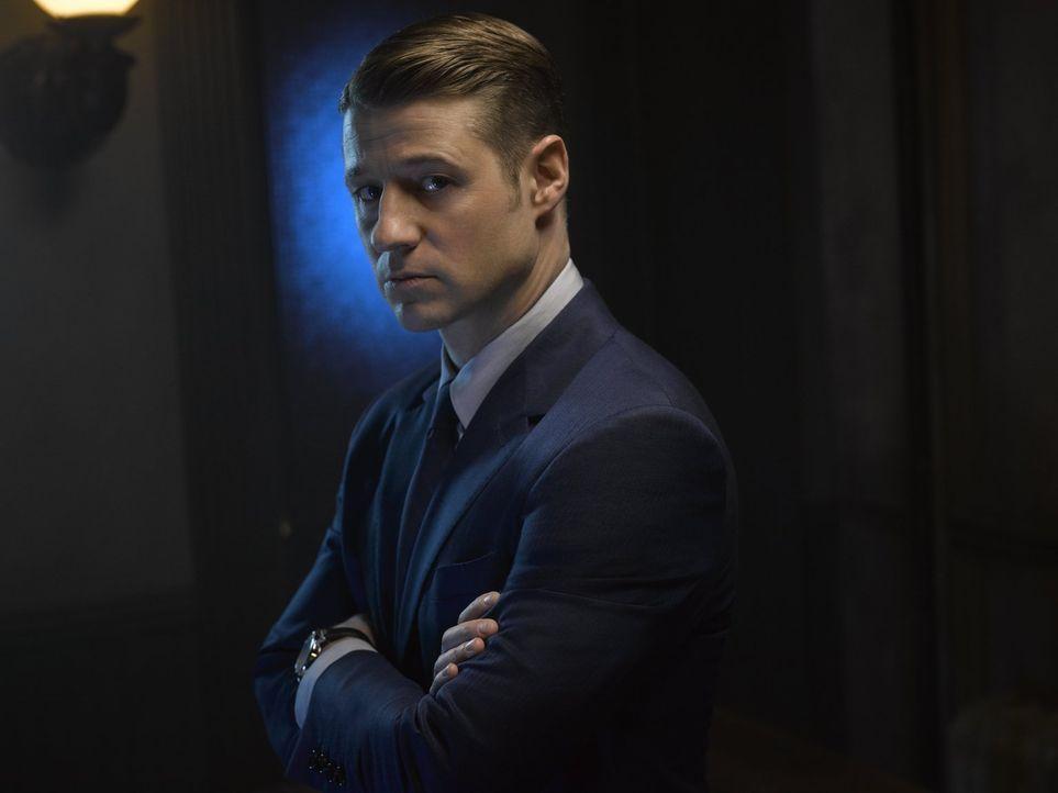 (2. Staffel) - Schlägt sich weiter mit dem immer bedrohlicheren Verbrechern von Gotham herum: James Gordon (Ben McKenzie) ... - Bildquelle: Warner Brothers