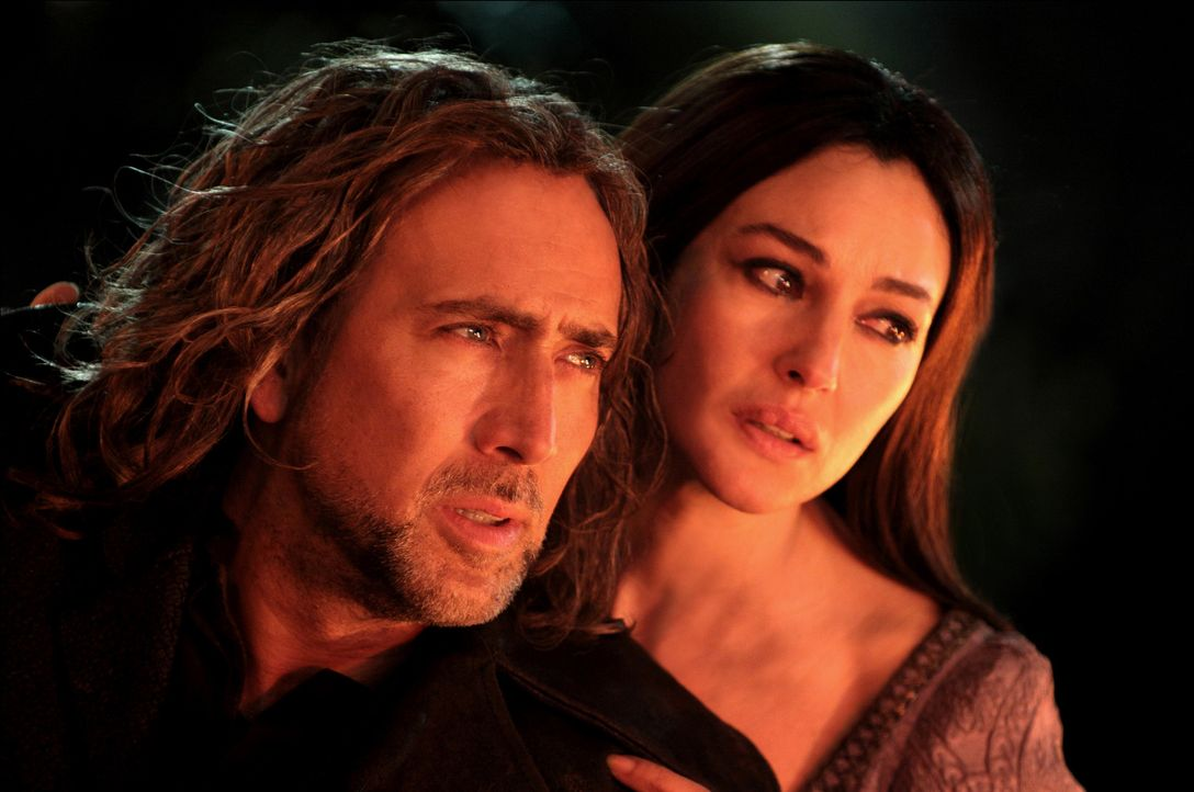 Nach über 1000 Jahren kämpfen Balthazar Blake (Nicolas Cage, l.) und Veronica (Monica Bellucci, r.) erneut gegen die Oberhexe Morgan Le Fay und eine... - Bildquelle: Robert Zuckerman, Abbot Genser, Eric Liebowitz, Myles Aronowitz Disney Enterprises, Inc. and Jerry Bruckheimer Inc.  All rights reserved.