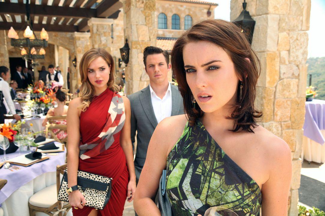 Silver (Jessica Stroup, r.) kann nicht verbergen, dass sie die Nachricht von Liams (Matt Lanter, M.) und Vanessas (Arielle Kebbel, l.) Versöhnung t... - Bildquelle: 2012 The CW Network. All Rights Reserved.