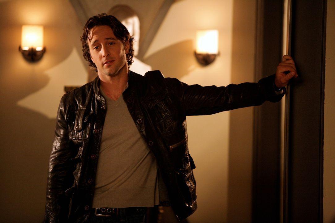 Als Beth erfährt, dass Mick (Alex O'Loughlin) eigentlich ein Vampir ist, weiß sie zunächst nicht, wie sie mit ihm umgehen soll ... - Bildquelle: Warner Brothers