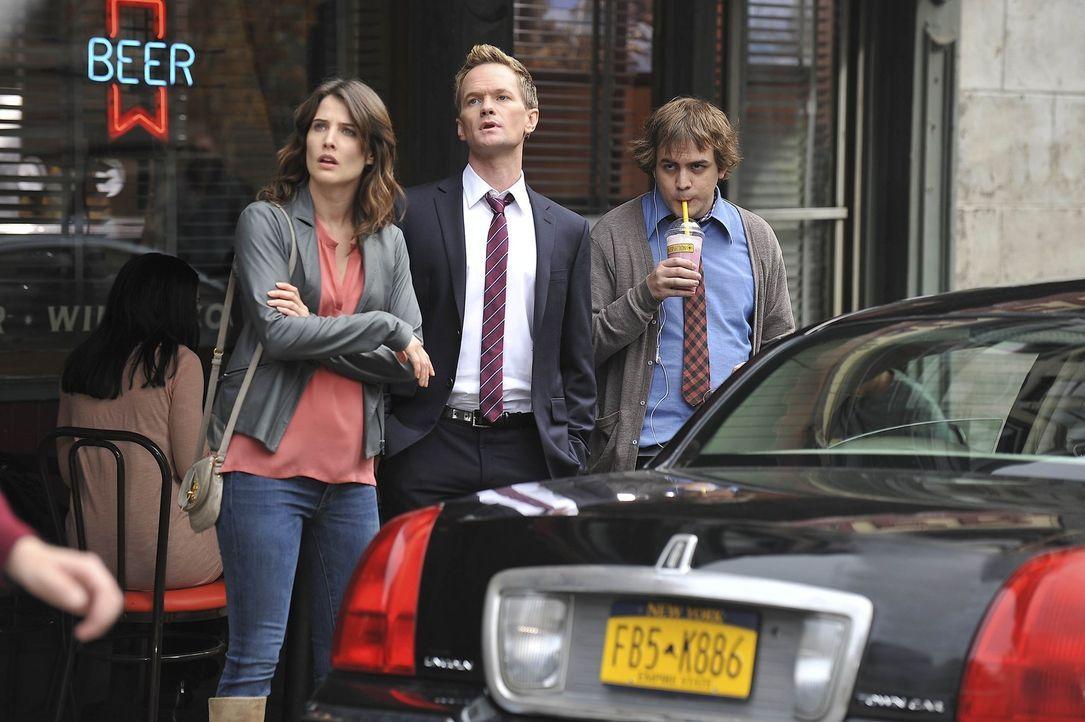 Machen sich Sorgen um Ted: Robin (Cobie Smulders, l.) und Barney (Neil Patrick Harris, M.) ... - Bildquelle: 20th Century Fox International Television
