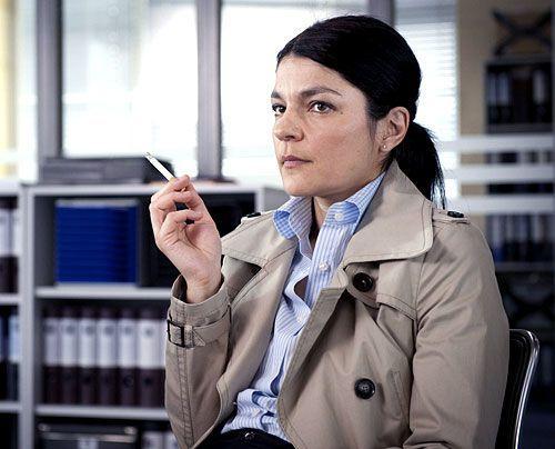 Iris Sauke (Jasmin Tabatabei) hat als Leibwächterin für die Millionerbin Elke gearbeitet. Wirklich entspannt kommt sie Mick und Andreas nicht vor... - Bildquelle: Martin Rottenkolber - Sat1