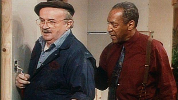 Cliff (Bill Cosby, r.) versucht, den Handwerker Dave (Jerome Dempsey, l.) zum...