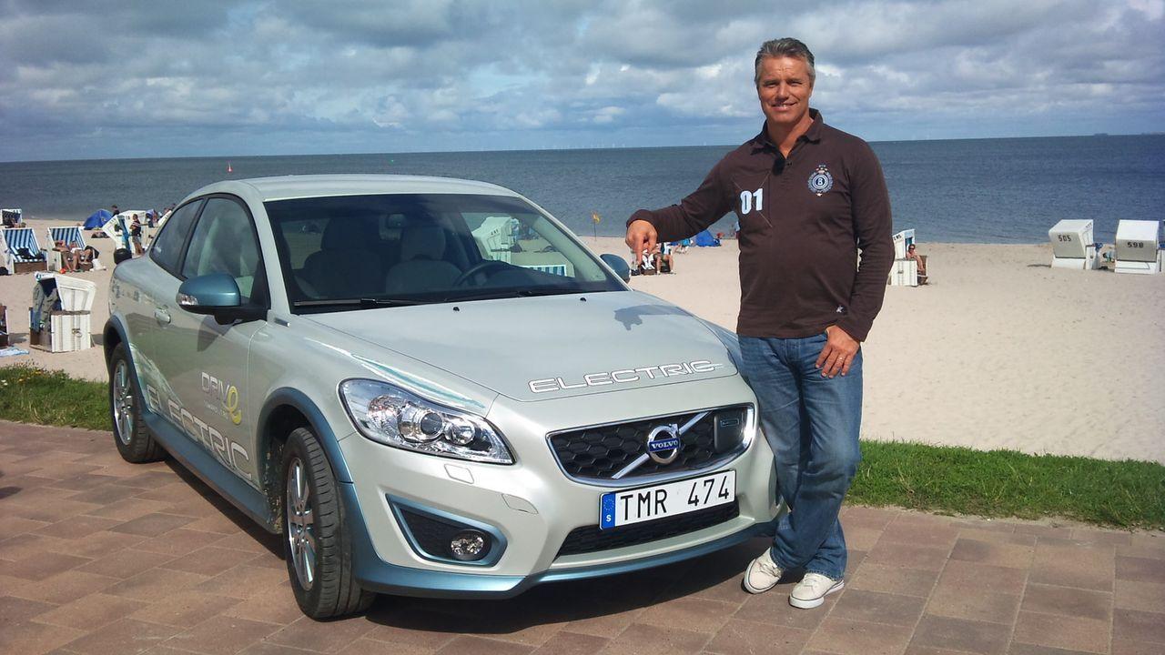 Jan Stecker testet den neuen Volvo C 30 Electric. - Bildquelle: kabel eins