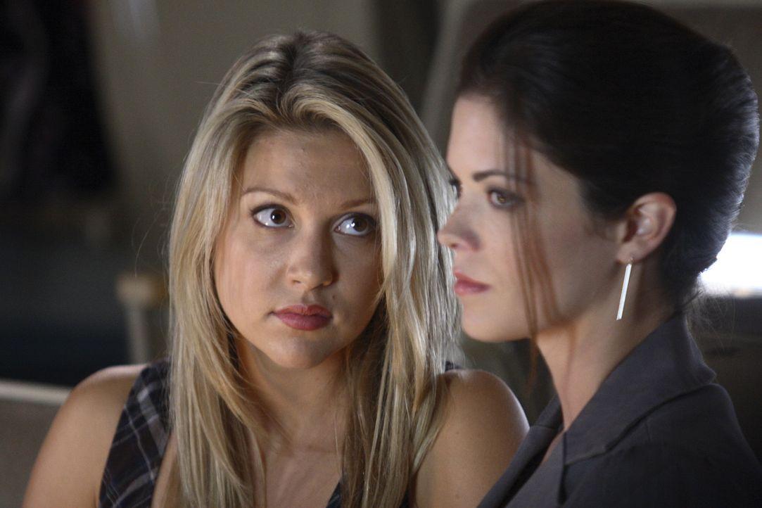 Bekommen große Probleme miteinander: Daisy (Miriam McDonald, l.) und Azalea (Shawna Waldron, r.) ... - Bildquelle: 2008   Warner Brothers