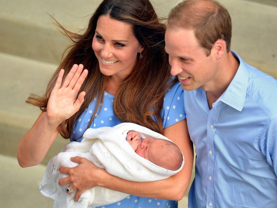 Prinz William und Kate mit ihrem kleinen Baby - Bildquelle: dpa, Verwendung nur in Deutschland