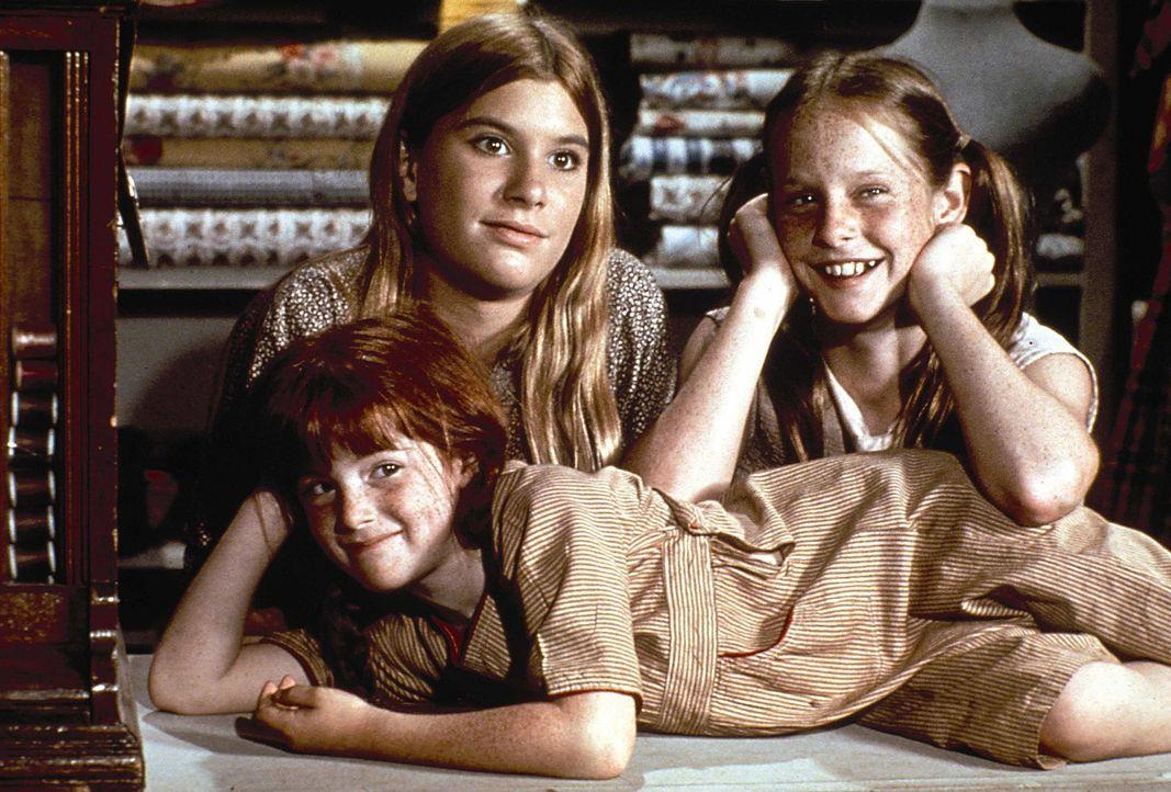 Die Töchter im Hause Walton: Nesthäkchen Elizabeth (Kami Cotler, l.), Mary Ellen (Judy Norton-Taylor, M.) und Erin (Mary Beth McDonough, r.) - Bildquelle: WARNER BROS. INTERNATIONAL TELEVISION
