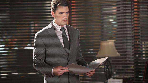 Grayson (Jackson Hurst) verteidigt eine Klientin, die vor Gericht darum kämpf...