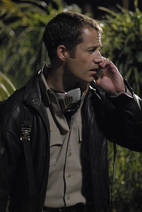 Bemerkt, dass sich die Bewohner Eurekas äußerst merkwürdig verhalten: Jack Carter (Colin Ferguson) ... - Bildquelle: Universal Television