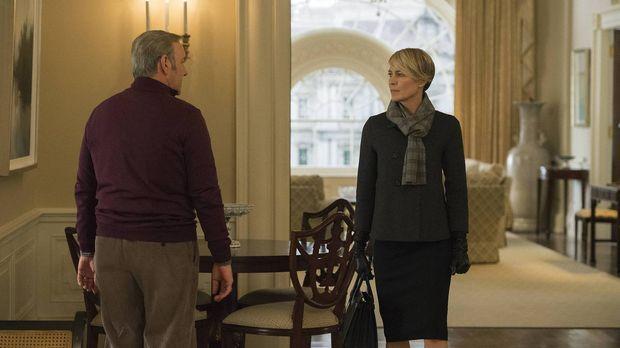 Kurz vor einem wichtigen öffentlichen Auftritt wendet sich Claire (Robin Wrig...
