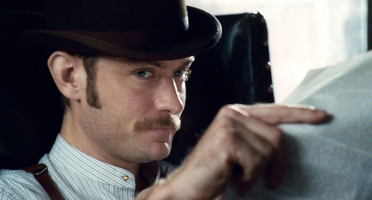 Seine Flitterwochen verlaufen ganz anders als geplant: Watson (Jude Law) ... - Bildquelle: Warner Brothers