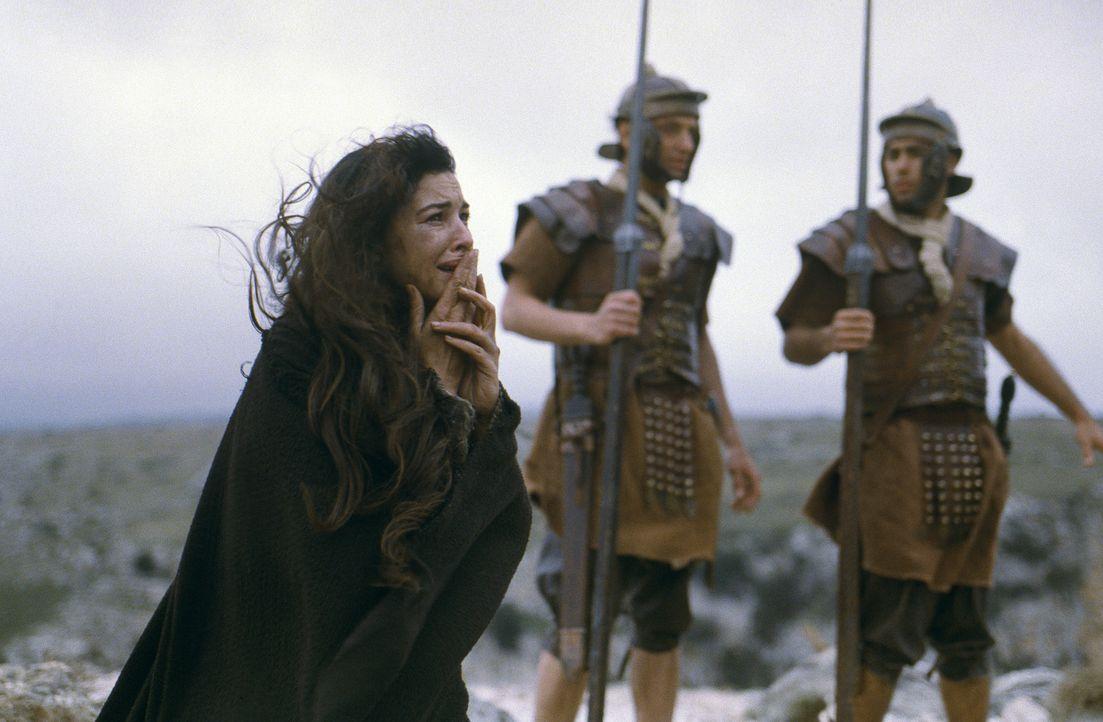 Während die meisten Jünger bereits fluchtartig Jerusalem verlassen haben, bleibt Maria Magdalena (Monica Bellucci) bis zum bitteren Ende bei Jesus... - Bildquelle: Icon Film Distribution Ltd.