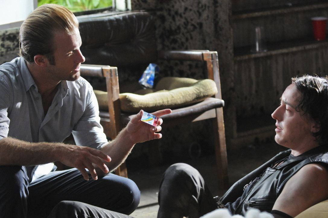 Kann Jesse Hills (Chris Coy, r.) Steve und Danny (Scott Caan, l.) bei den Ermittlungen in einem neuen Fall weiterhelfen? - Bildquelle: 2012 CBS Broadcasting, Inc. All Rights Reserved.