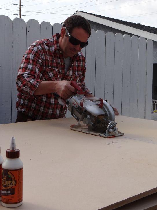 Überrascht verzweifelte Handwerker: Josh Temple ... - Bildquelle: 2012, DIY Network/Scripps Networks, LLC.  All Rights Reserved