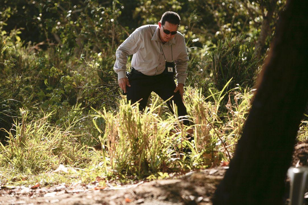 Schrecklicher Fund: Die Polizei findet am Straßenrand eine weibliche Leiche. Ist es die entführte und schwangere Sara? - Bildquelle: Laura Magruder Cineflix 2013