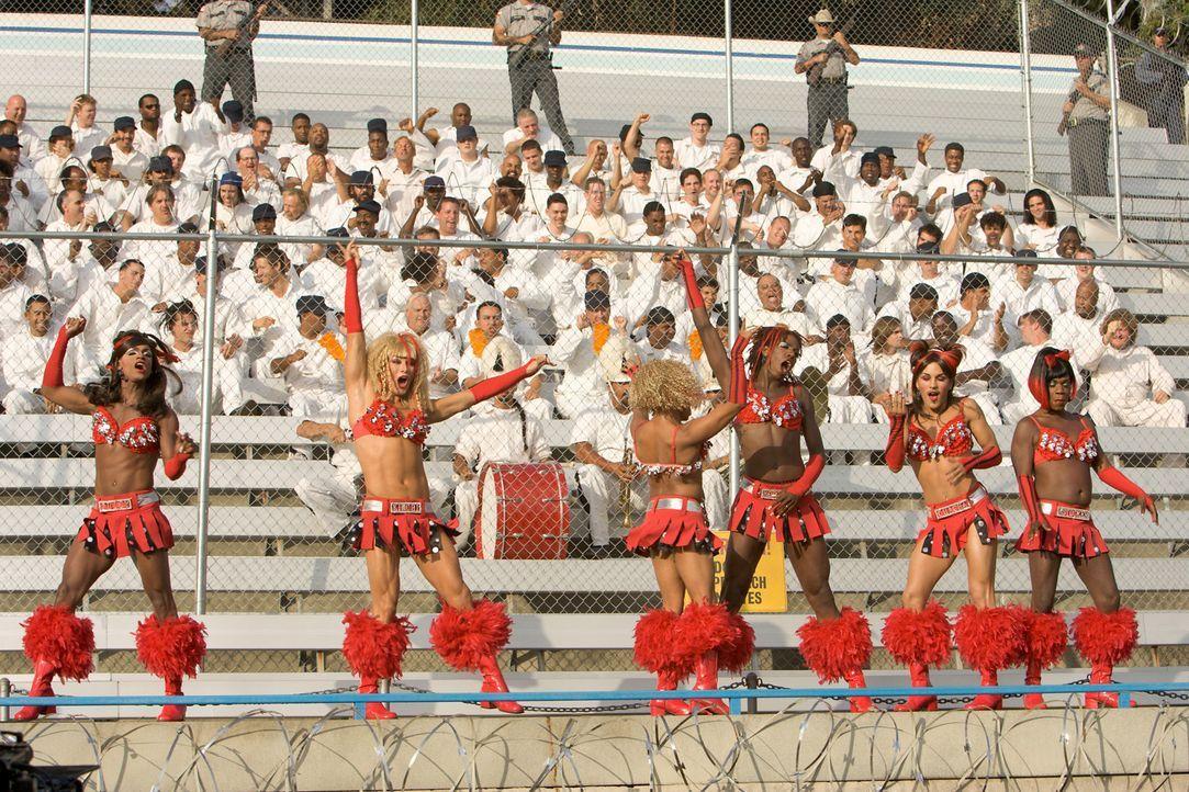 Schon bald kennt die Mannschaft der Gefangenen und ihre lautstarken Fans nur ein Ziel: den Wärtern auf dem Spielfeld eine deftige Abreibung zu verp... - Bildquelle: Sony 2007 CPT Holdings, Inc.  All Rights Reserved.