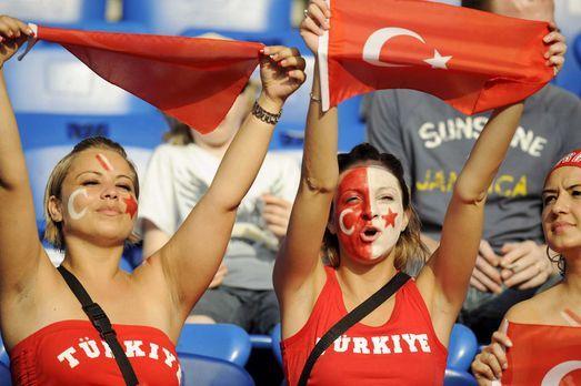 Fußball-Fan-Tuerkei-080625-3-dpa - Bildquelle: dpa