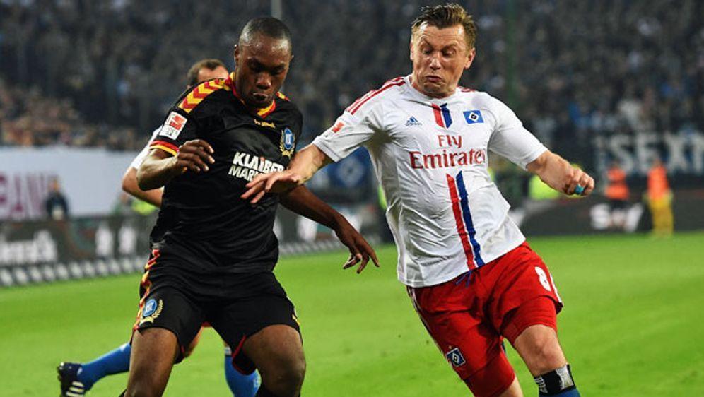 Ivica Olic (r.) und der Hamburger SV wollen weiterhin in der Bundesliga blei... - Bildquelle: 2015 Getty Images